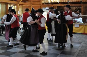 Volkstümliche Tänze  mit der Trachten- und Volkstanzgruppe Unterkirnach @ Restaurant Fohrenhof